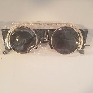 Kiss Accessories - Black sunglasses new